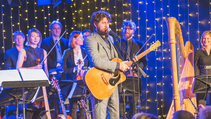 Declan O'Rourke and orchestra ©Ian Toft